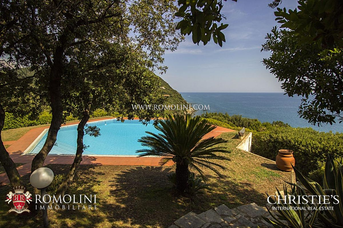 Villa with pool for sale in Punta Ala