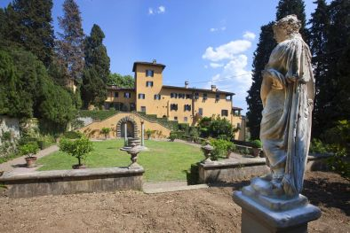 APARTMENT WITH PRIVATO GARDEN IN HISTORIC VILLA FOR SALE IN FIESOLE, FLORENCE