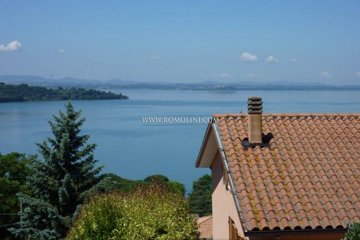 Trasimeno Lake Villa lake view for sale