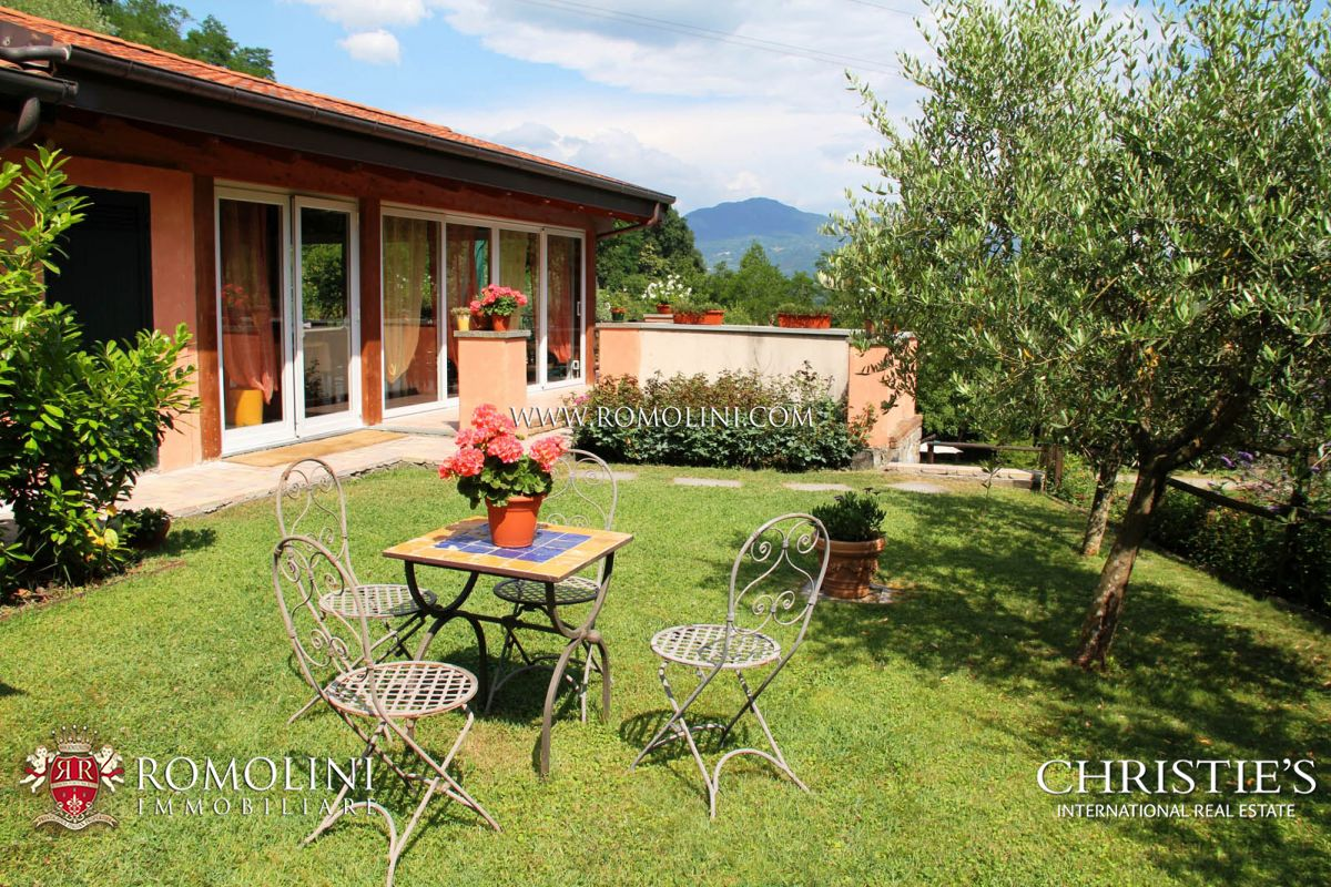 FARMHOUSE WITH POOL FOR SALE TUSCANY LUNIGIANA