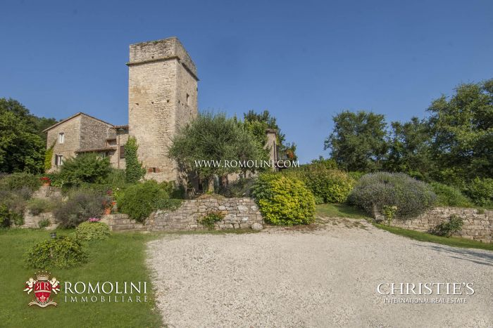6 BEDROOM FARMHOUSE WITH TOWER FOR SALE BETWEEN TODI AND ORVIETO