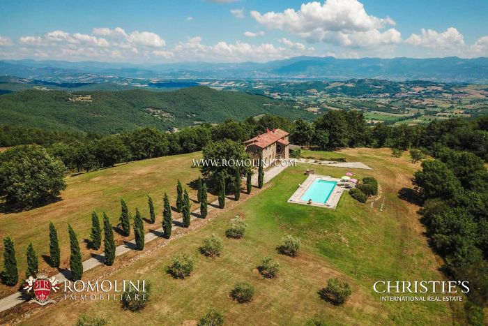 FARMHOUSE WITH POOL AND OLIVE GROVE FOR SALE IN TUSCANY MONTERCHI