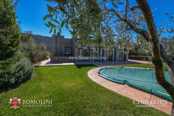 Prestigious villa for sale on the Gulf of Follonica, Tuscany