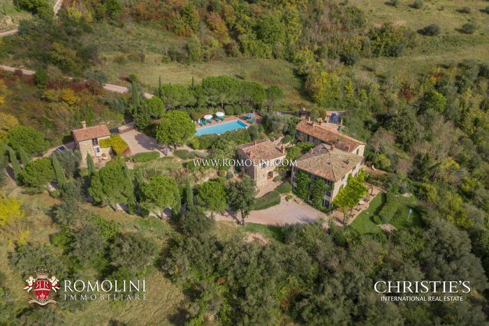 RURAL COMPLEX FOR SALE IN UMBERTIDE UMBRIA