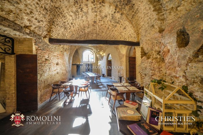 BEVAGNA: PRESTIGIOUS HISTORICAL MANSION OF ROMAN ORIGINS FOR SALE