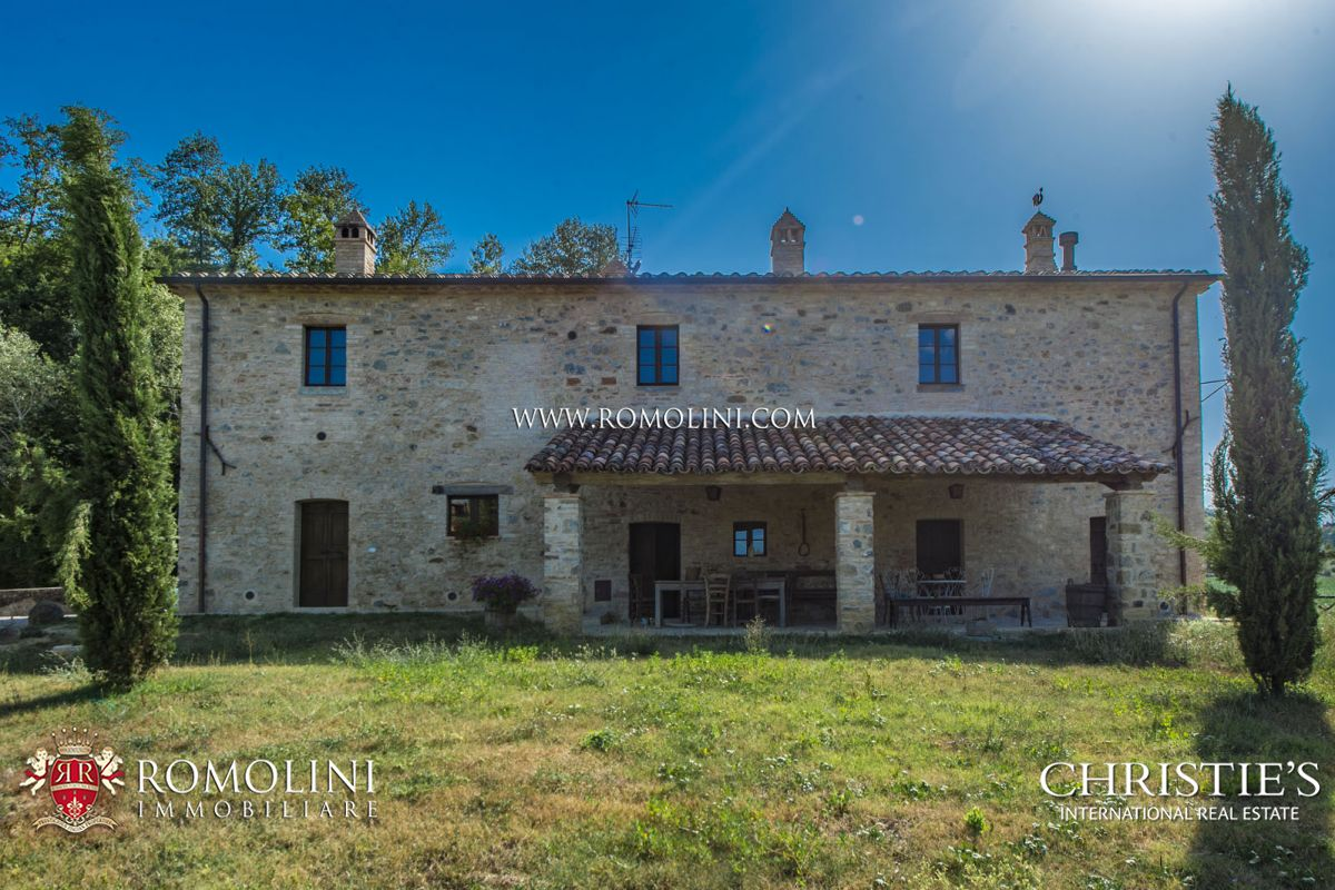 UMBERTIDE: COUNTRY HOUSE WITH LAND AND ANNEX TO BE RESTORED FOR SALE