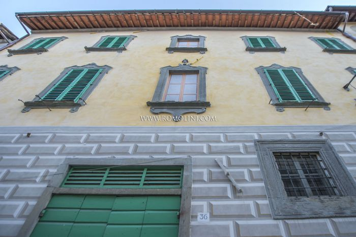 ANGHIARI, TUSCANY: HISTORICAL BUILDING WITH THEATER-HALL FOR SALE