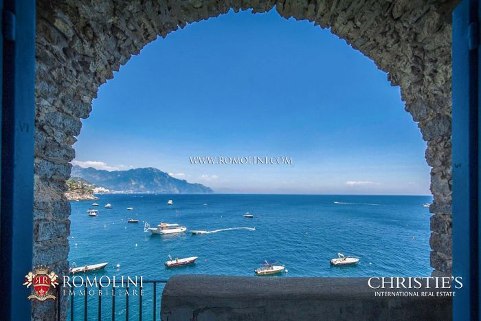 AMALFI COAST: WATERFRONT VILLA WITH ACCESS TO THE SEA FOR SALE