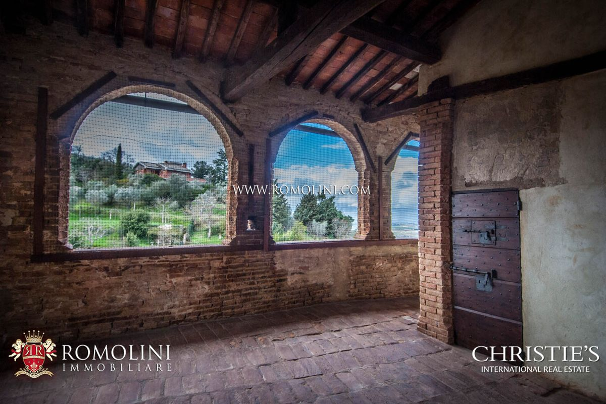 ITALIAN CASTLE FOR SALE IN UMBRIA, TRASIMENO LAKE
