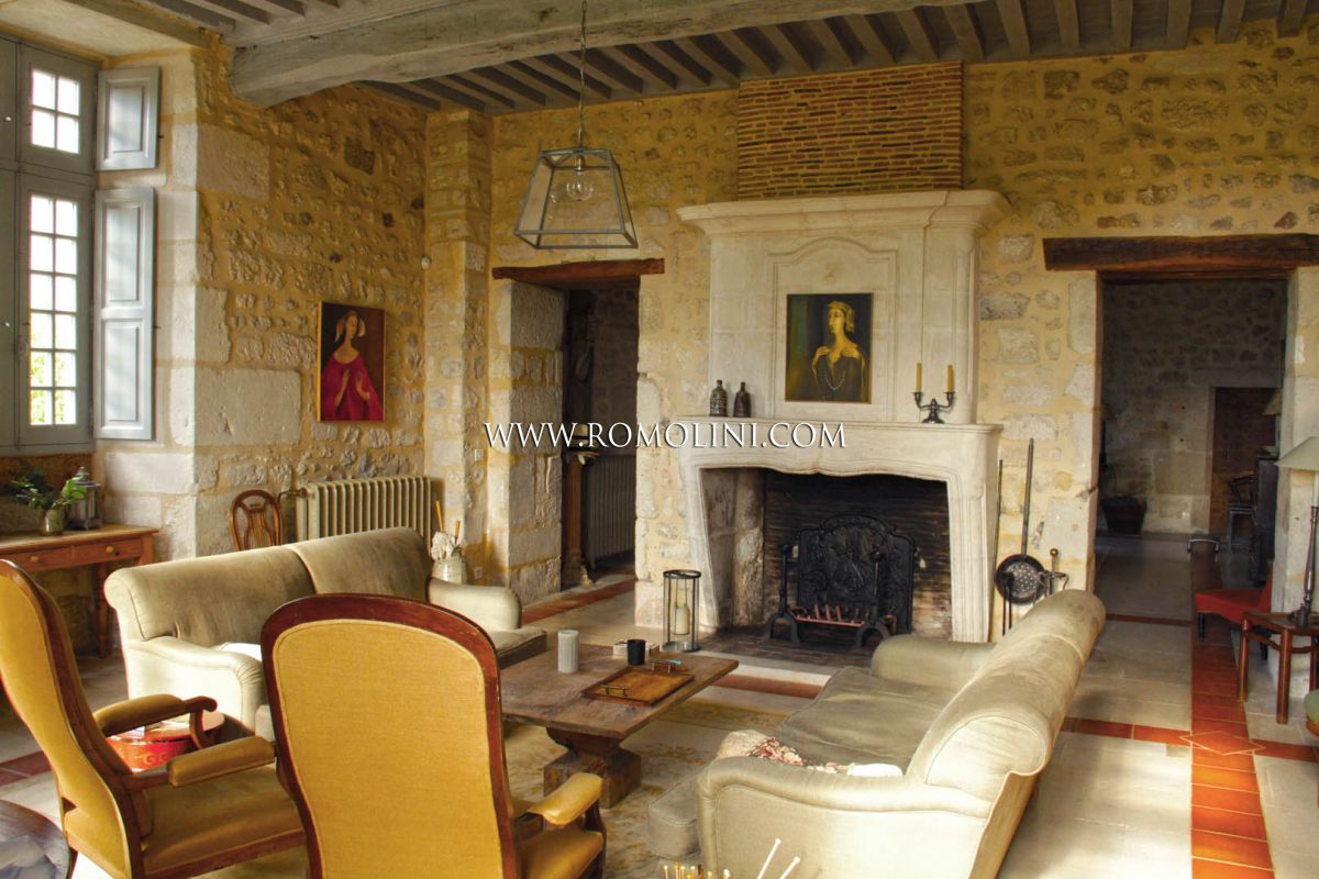 MAGNIFICENT FULLY RENOVATED TEMPLAR CHATEAU, CHARENTE