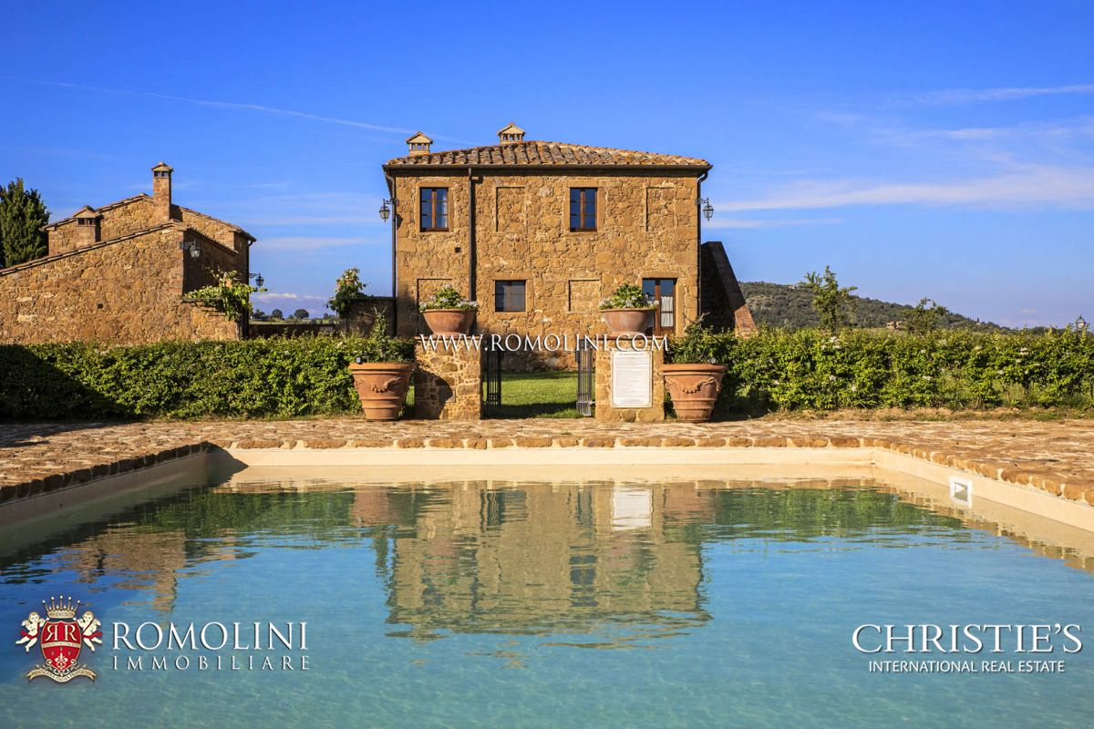 LUXURY RESTORED FARMHOUSE FOR SALE IN PIENZA, VAL D'ORCIA