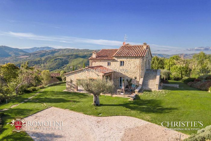 TYPICAL STONE COUNTRY HOUSE FOR SALE IN UMBRIA, CITTA DI CASTELLO