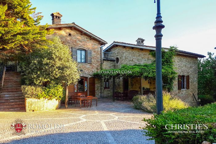 FARMHOUSE, AGRITURISMO FOR SALE IN URBINO, MARCHE