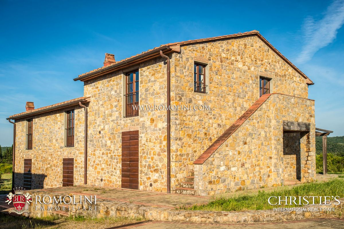 ESTATE WITH TWO HAMLETS FOR SALE NEAR AREZZO, TUSCANY