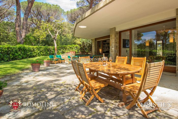 EXCLUSIVE VILLA WITH GARDEN AND PRIVATE BEACH FOR SALE, ROCCAMARE