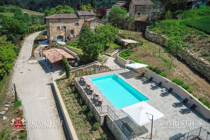 FINELY RESTORED FARMHOUSE WITH B&B FOR SALE IN UMBRIA