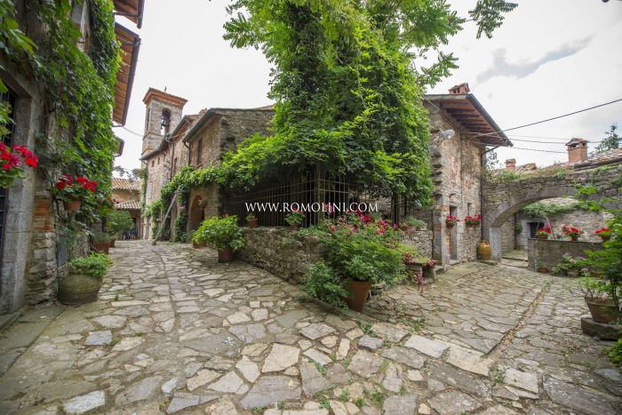 APARTMENT FOR SALE IN A SMALL MEDIEVAL HAMLET, UMBRIA