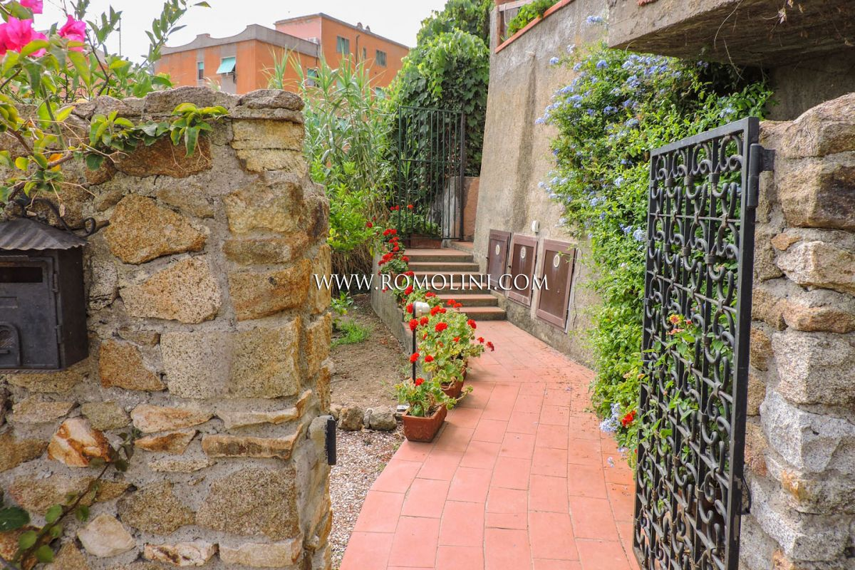 BEAUTIFUL SEA VIEW VILLA FOR SALE ON ISOLA DEL GIGLIO, TUSCANY
