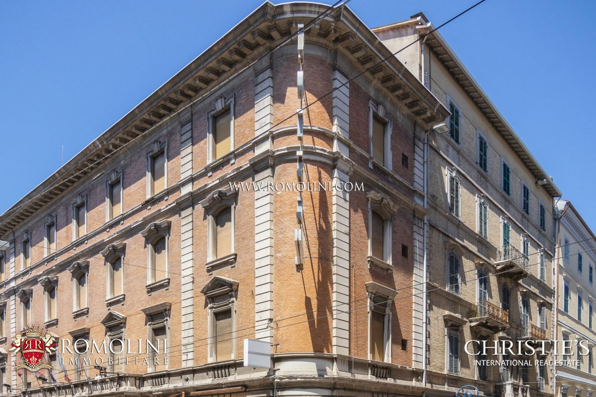 71-KEY LUXURY HOTEL FOR SALE IN THE HISTORIC CENTRE OF ANCONA | Romolini - Christie's