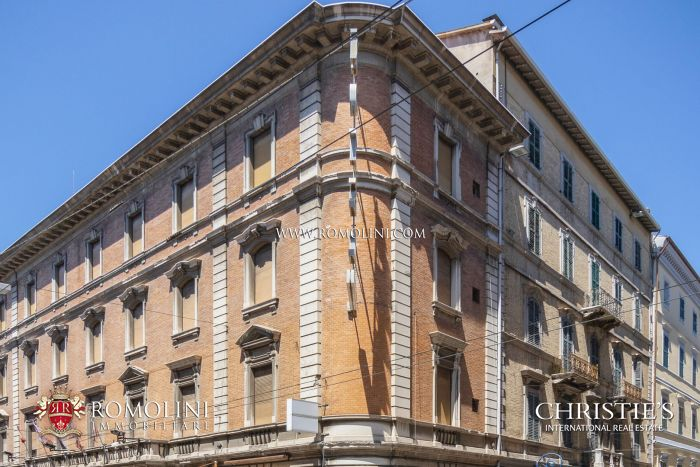 LUXURY HOTEL FOR SALE IN THE HISTORIC CENTRE OF ANCONA