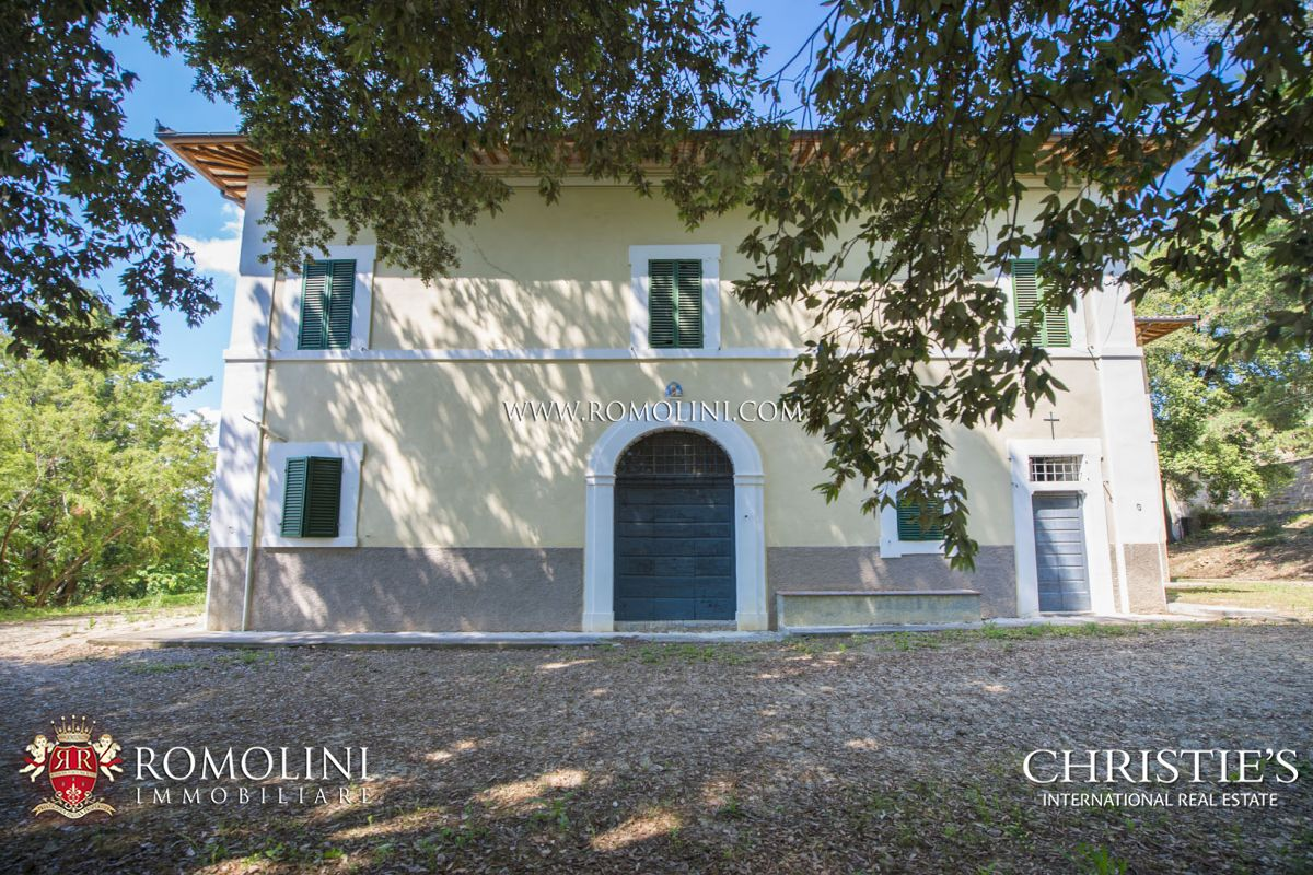 PERIOD VILLA WITH 32.7 HA OF LAND FOR SALE IN FOLIGNO, UMBRIA