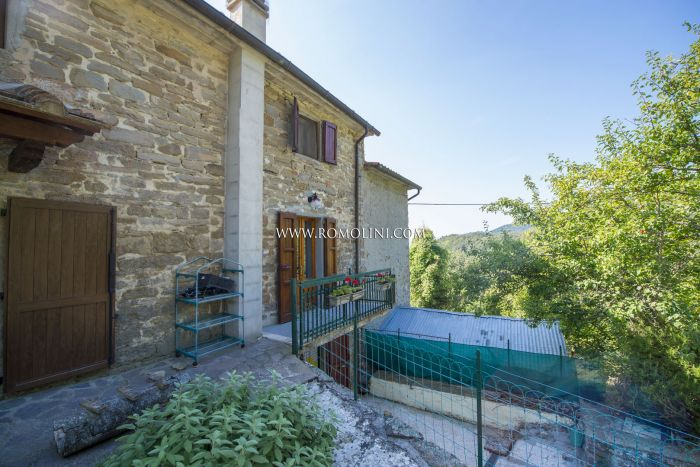 RUSTIC TOWNHOUSE FOR SALE IN SANSEPOLCRO, TUSCANY