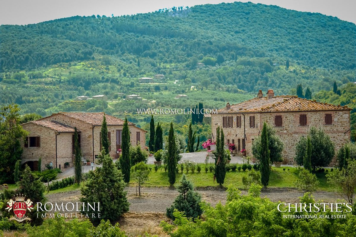 ESTATE WITH AGRITURISMO FOR SALE IN MONTALCINO, TUSCANY