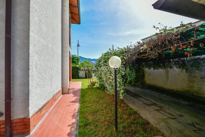 TWO-FAMILY VILLA FOR SALE IN FORTE DEI MARMI, VERSILIA, TUSCANY
