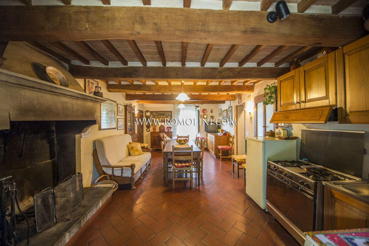 RUSTIC FARMHOUSE FOR SALE IN CAPRESE MICHELANGELO, TUSCANY