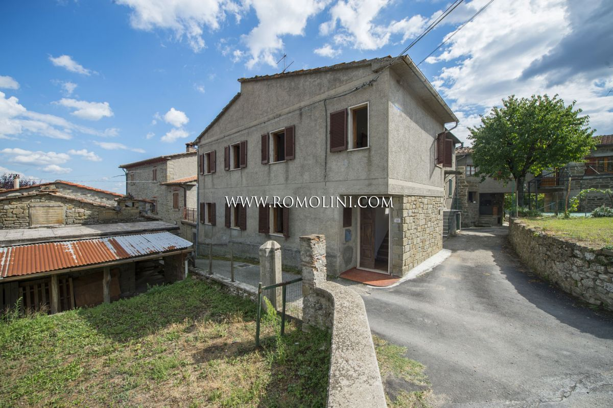SEMI-DETACHED HOUSE FOR SALE IN CAPRESE MICHELANGELO | Romolini - Christie's
