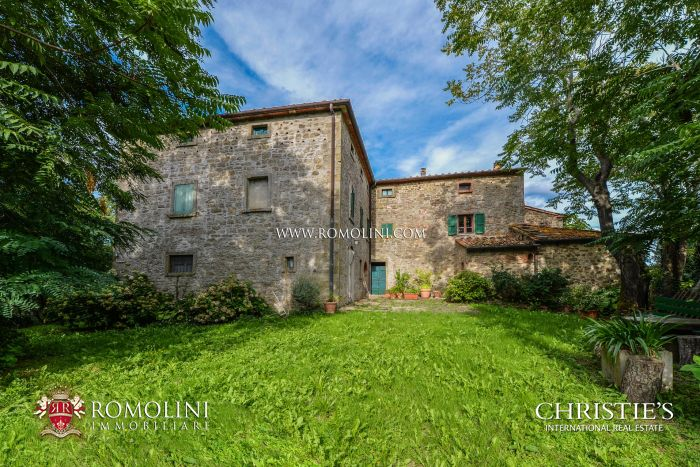STONE FARMHOUSE WITH 12 HA OF LAND FOR SALE, TUSCANY