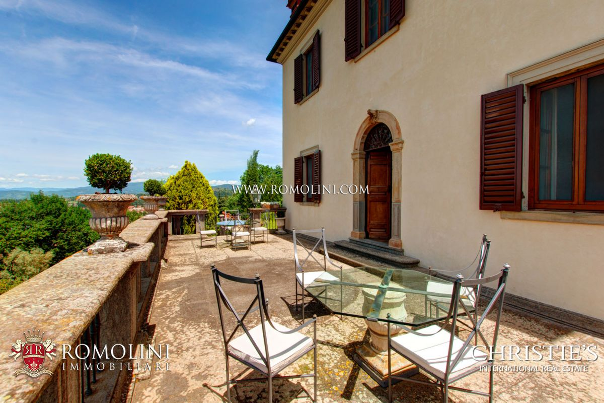 MANOR VILLA WITH VIEW OVER THE HISTORIC CENTRE FOR SALE, AREZZO