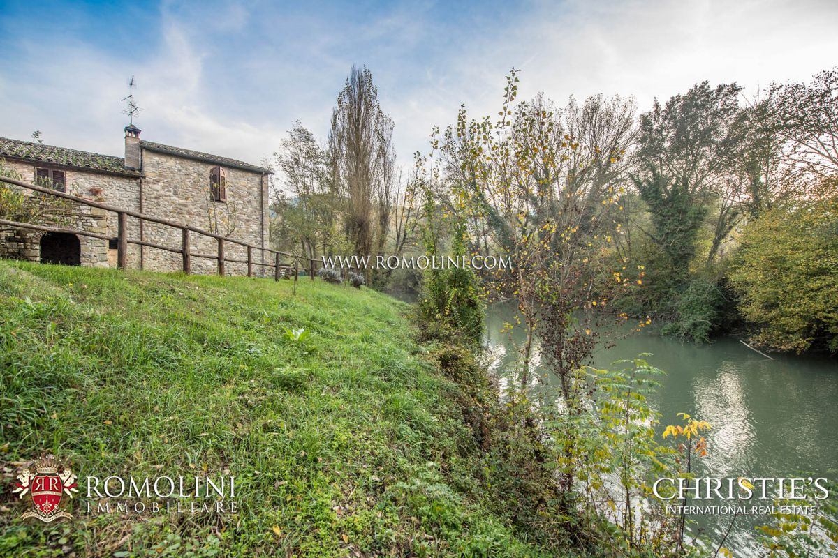 FARMHOUSE FOR SALE ALONG THE TIBER RIVER, UMBERTIDE, UMBRIA