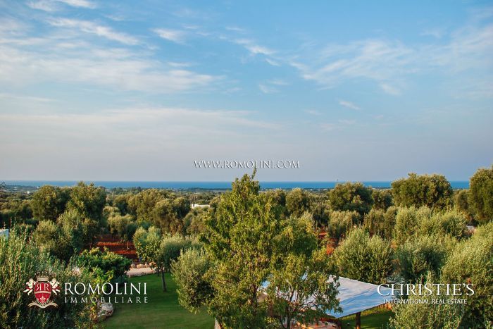VILLA WITH TRULLO FOR SALE IN APULIA, ITALY