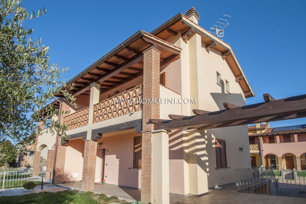 END-OF-TERRACE FOR SALE IN GRICIGNANO, SANSEPOLCRO