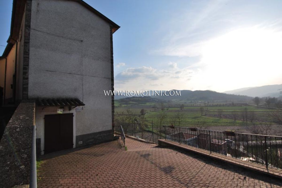 TOWNHOUSE WITH GARDEN FOR SALE IN MONTERCHI