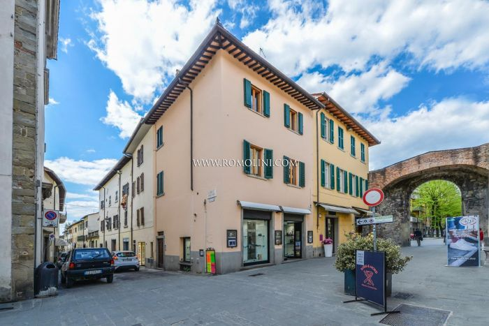 2-BEDROOM HOUSE WITH GARDEN FOR SALE IN THE HISTORIC CENTRE, SANSEPOLCRO