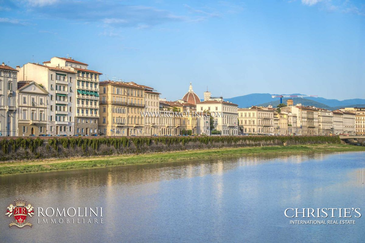 4-BEDROOM LUXURY APARTMENT FOR SALE FLORENCE, LUNGARNO