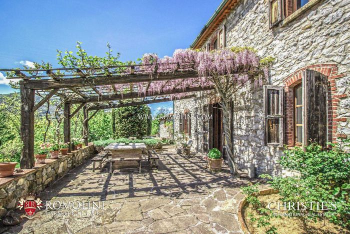 TUSCAN COUNTRY HOUSE FOR SALE IN MONTIERI