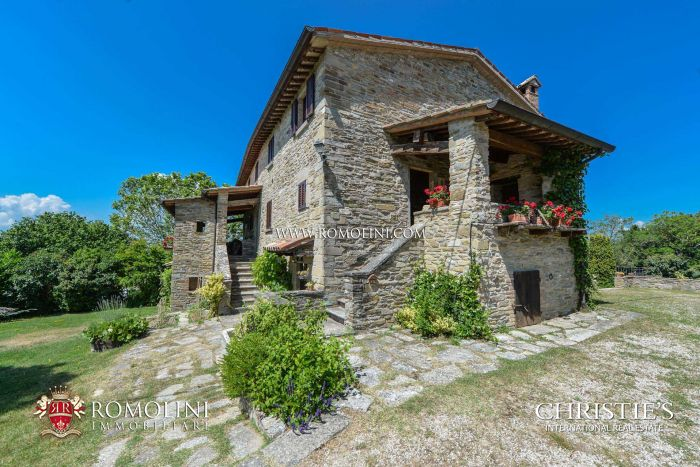 7 BEDROOM FARMHOUSE FOR SALE IN CITTÀ DI CASTELLO, UMBRIA
