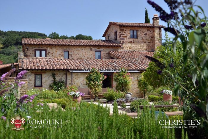 ORGANIC WINE ESTATE FOR SALE VAL D'ORCIA