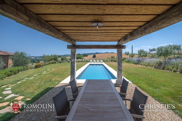 RESTORED LUXURY FARMHOUSE FOR SALE MONTEPULCIANO, TUSCANY