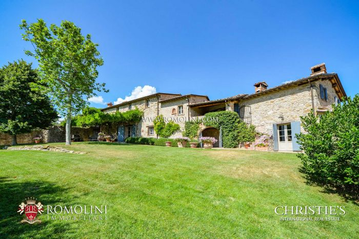 LUXURY RESTORED FARMHOUSE FOR SALE IN UMBRIA