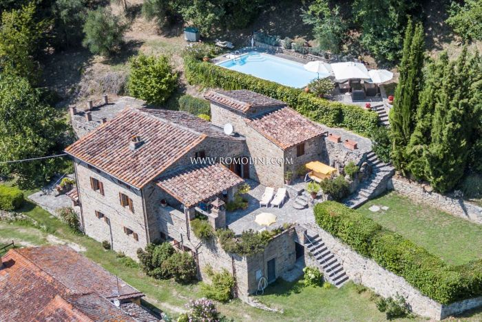 RUSTIC FARMHOUSE WITH POOL FOR SALE IN UMBRIA