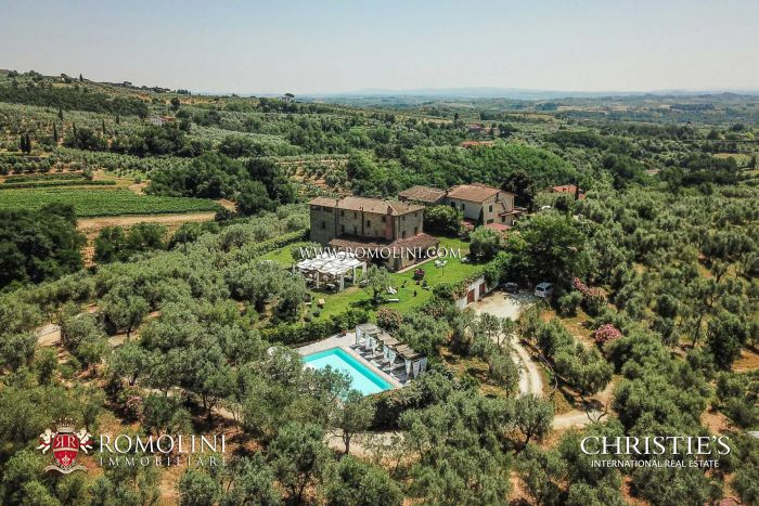 FARMHOUSE WITH WELLNESS CENTER FOR SALE IN TUSCANY