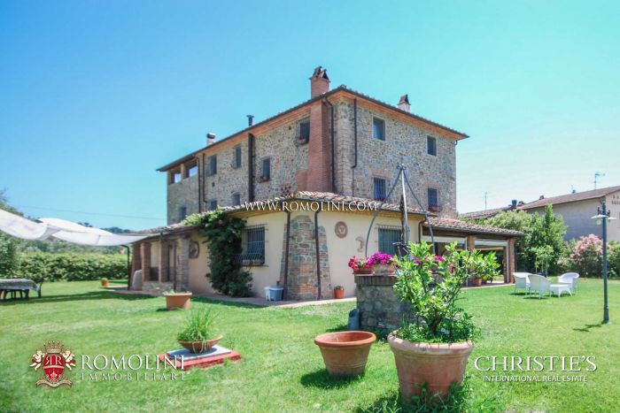 COUNTRY HOUSE WITH WELLNESS CENTER FOR SALE IN TUSCANY