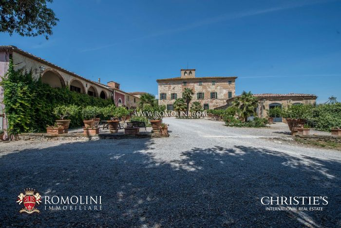 WINE ESTATE FOR SALE IN VAL D'ORCIA (301.8 HECTARES)