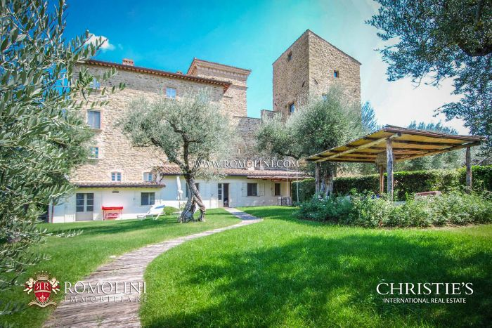 2-BEDROOM APARTMENT INSIDE MEDIEVAL CASTLE, TRASIMENO LAKE