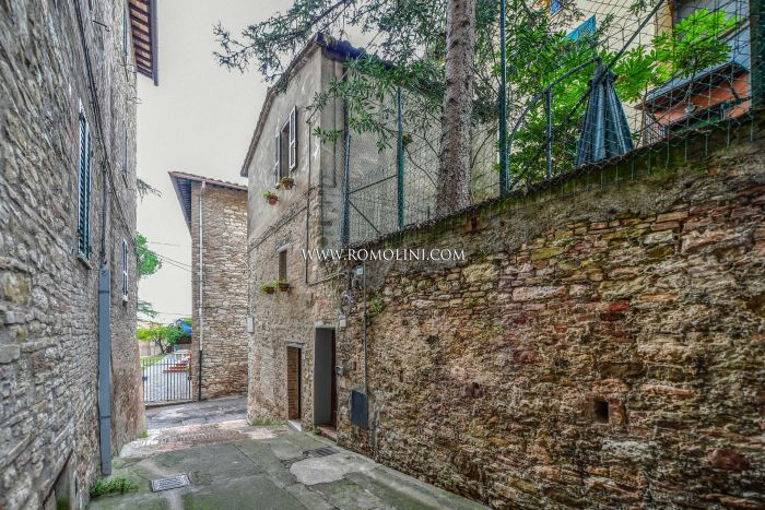TOWNHOUSE WITH GARDEN FOR SALE IN THE HISTORIC CENTRE OF PERUGIA