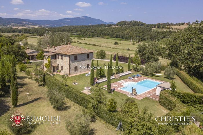 PROPERTY WITH PANORAMIC VIEW FOR SALE IN UMBRIA